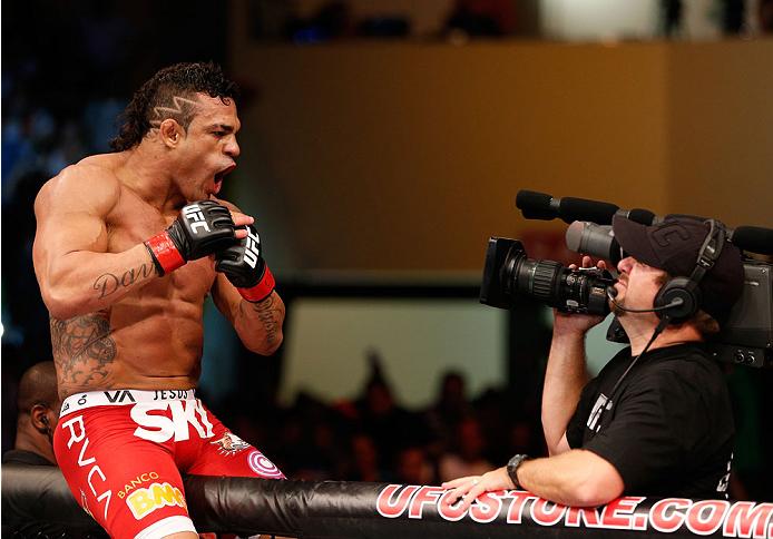 Belfort deverá disputar o cinturão dos médios em fevereiro. Foto: Josh Hedges/Zuffa LLC