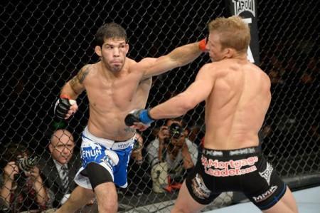 R. Assunção (esq.) vence sétima seguida no UFC e quer chance por cinturão
