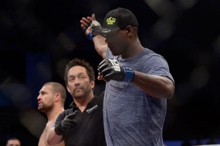 Ovince St. Preux é anunciado o vencedor da luta contra Maurício Shogun. Foto: Inovafoto