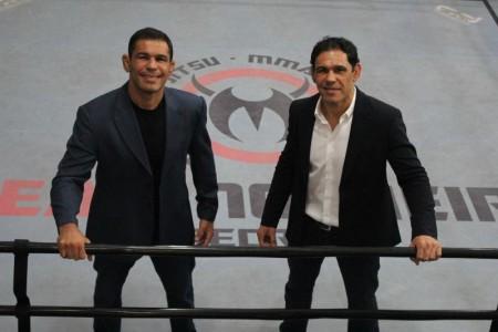 Ao lado de seu irmão Minotouro (dir.), Minotauro administra rede de academias pelo país. Foto: Divulgação