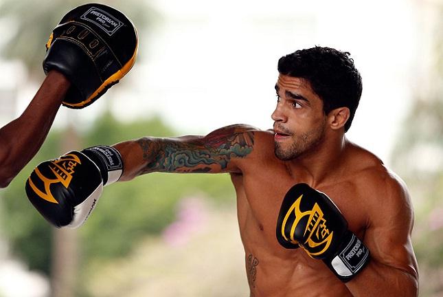 T. Tavares (foto) busca sua terceira vitória seguida no UFC. Foto: Josh Hedges/UFC