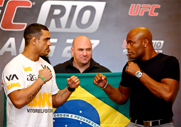 Belfort (esq) e Anderson (dir) se enfrentaram em 2011. Foto: Divulgação/UFC