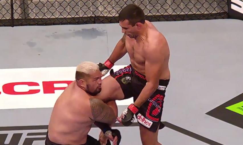 Werdum nocauteou Hunt no UFC 180. Foto: Reprodução