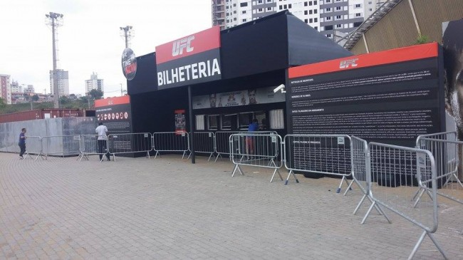 Bilheteria da Arena Barueri praticamente vazia na tarde desta sexta-feira (19). Foto: Lucas Carrano/SUPER LUTAS