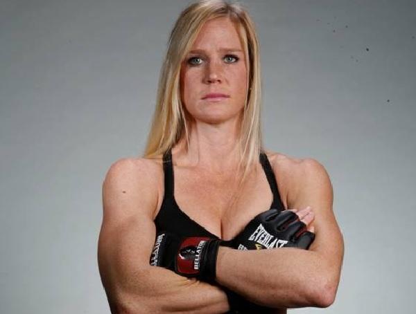 H. Holm (foto) está invicta como profissional no MMA. Foto: Reprodução/Facebook