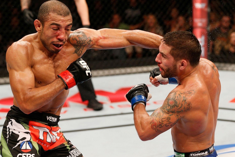 Aldo (esq.) e Mendes (dir.) travaram guerra no UFC Rio 5. Foto: Divulgação/UFC