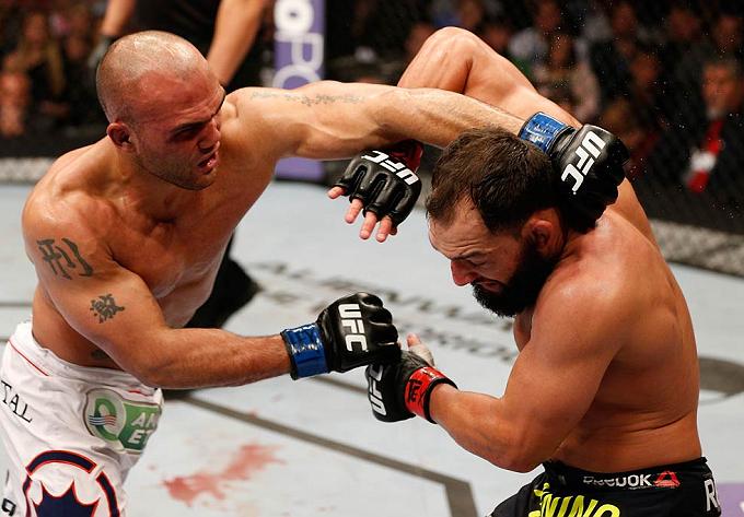 Lawler (esq.) e Hendricks (dir.) travaram intenso duelo no UFC 171. Foto: Divulgação/UFC