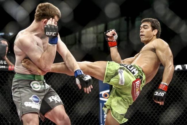 Machida acerta chute que abriu o caminho para a vitória no UFC Barueri. Foto: Inovafoto