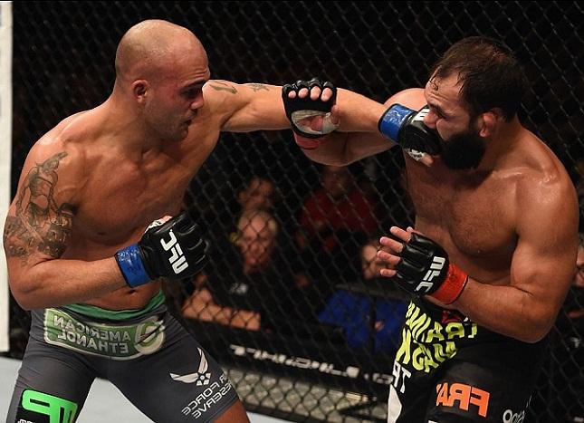 Lawler (esq.) e Hendricks (dir.) se enfrentaram em março e dezembro de 2014. Foto: Josh Hedge/UFC