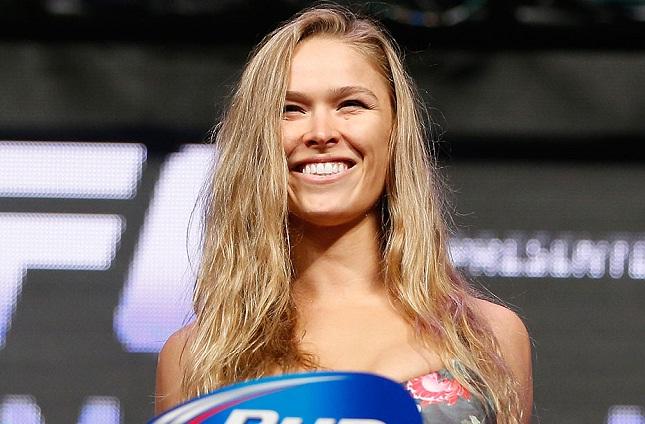 Ronda tem um cartel profissional de dez vitórias e nenhuma derrota. Foto: Josh Hedges/UFC