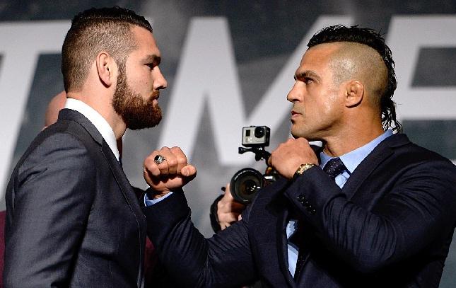 Weidman (esq.) e Belfort (dir.) finalmente vão se enfrentar, mas só em 2015. Foto: Josh Hedges/UFC