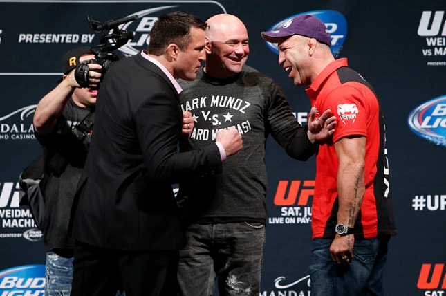 Sonnen (esq.) e Wand (dir.) promoveram, mas o duelo jamais aconteceu. Foto: Josh Hedges/UFC