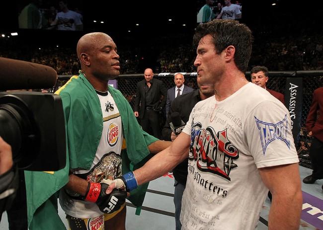 Anderson (esq.) e Sonnen (dir.) se enfrentaram por duas vezes. Foto: Josh Hedges/Zuffa LLC