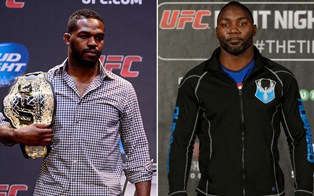 Jones (esq.) e Johnson (dir.) disputam o cinturão dos meio-pesados. Foto: Produção SUPER LUTAS (Josh Hedges/UFC)