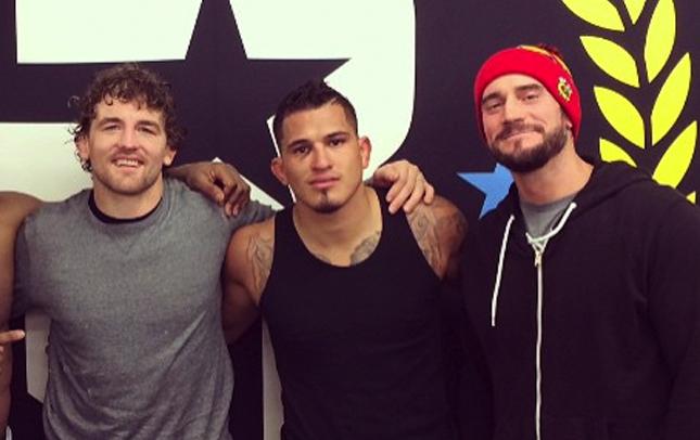 CM Punk (dir.) já treina com Askren (esq.) e Pettis (centro). Foto: Reprodução/Instagram