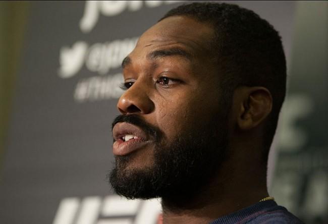 J. Jones (foto) é ex-campeão dos meio-pesados. Foto: Josh Hedges/UFC