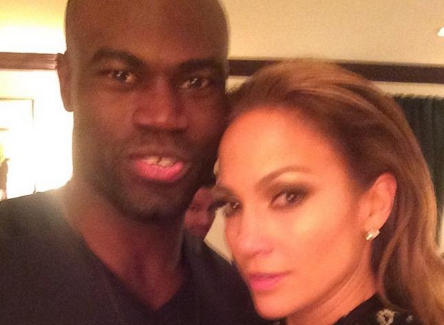 U. Hall (esq.) ao lado de Jennifer Lopez (dir.) após jantar nos EUA. Foto: Reprodução