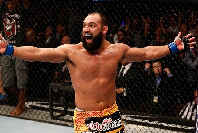 J. Hendricks (foto) é ex-campeão dos meio-médios. Foto: Josh Hedges/UFC