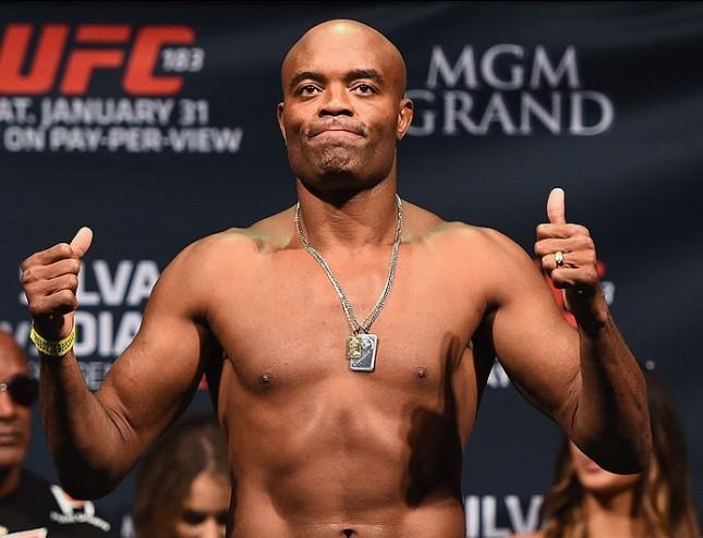A. Silva (foto) teria recebido mais de R$ 16 milhões, entre salário e participação nas vendas de PPV. Foto: Josh Hedges/UFC