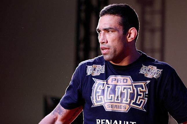 F. Werdum (foto) recebeu suspensão médica de seis meses após vencer Velasquez. Foto: Josh Hedges/UFC