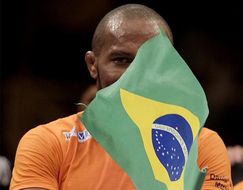 Buscapé (foto) foi um dos lutadores a protestar contra os políticos. Foto: Alexandre Loureiro/inovafoto