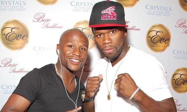 50 Cent (dir.) está esbanjando confiança em vitória de Mayweather (esq.) sobre Pacquiao. Foto: Reprodução