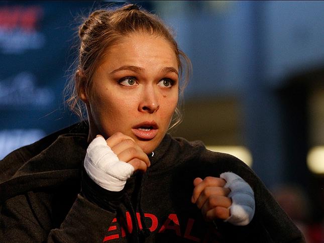 Ronda (foto) vem de cinco defesas de cinturão consecutivas. Foto: Josh Hedges/UFC
