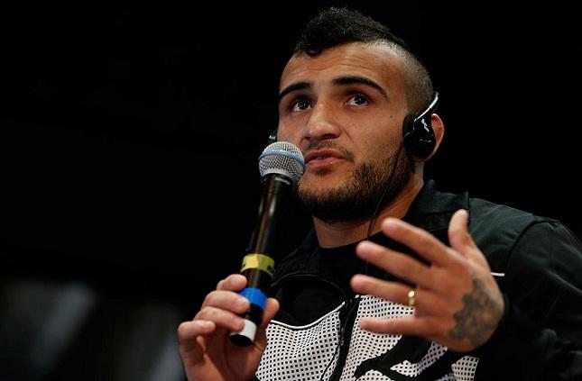 J. Lineker (foto) estreou nos galos do UFC com bela vitória sobre Rivera. Foto: Josh Hedges/UFC