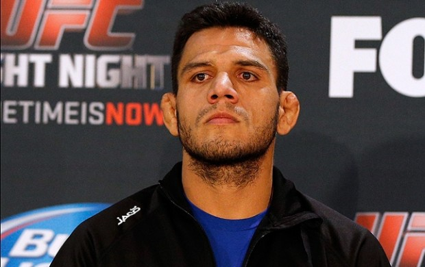 R. dos Anjos (foto) quer recuperar o cinturão dos leves do UFC. Foto: Josh Hedges/UFC