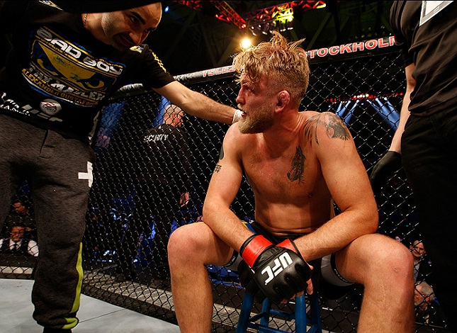 A. Gustafsson ficou inconsolável após o revés em Estocolmo. Foto: Josh Hedges/UFC