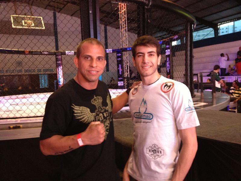 Bilharinho faz seu treinamento com o veterano Alex Gazé (dir.). Foto: Reprodução/Facebook