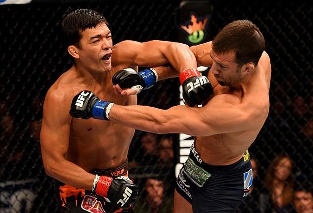Lyoto (esq.) sofreu duros golpes e vai precisar passar por tomografia antes de voltar. Foto: Josh Hedges/UFC
