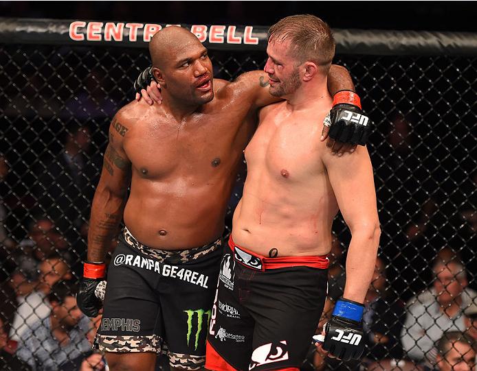 Rampage e Maldonado se abraçam após luta no UFC 186. Foto: Divulgação/UFC