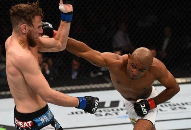 Serginho (dir.) conseguiu sua terceira vitória no UFC. Foto: Josh Hedges