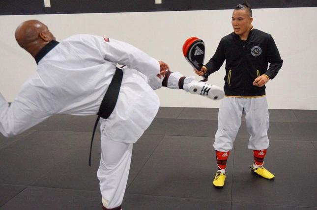 Anderson treina taekwondo em sua academia nos EUA. Foto: Reprodução