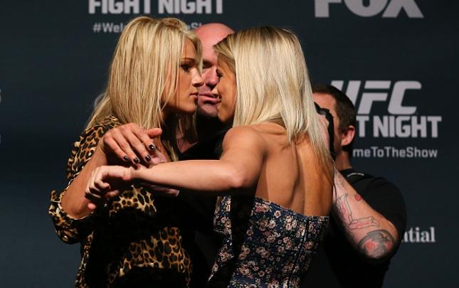 Herrig (esq.) e VanZant (dir.) vêm se estranhando antes mesmo da luta. Foto: Ed Mulholland/UFC