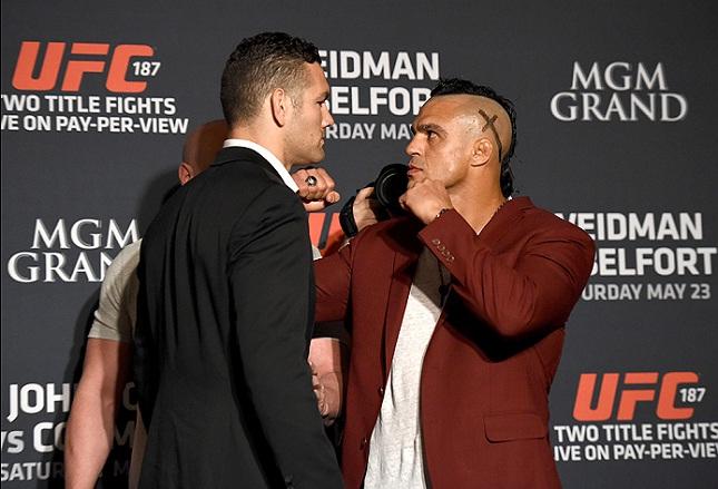 Belfort (dir.) e Weidman (esq.) finalmente vão duelar no octógono. Foto: Brendon Magnus/UFC