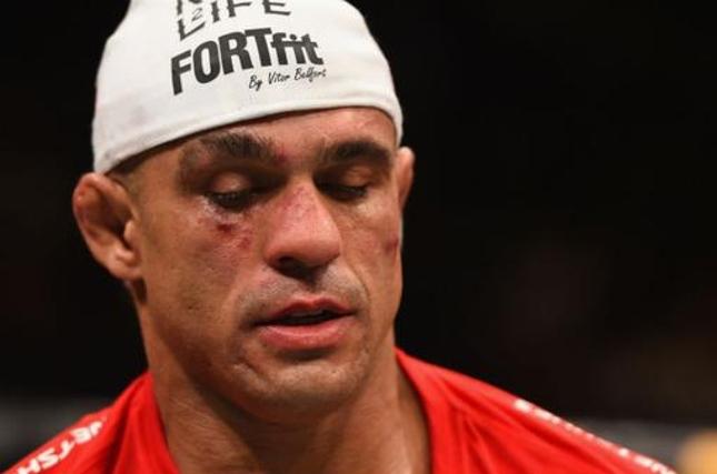 V. Belfort chegou a quatro derrotas em cinco lutas valendo o cinturão no UFC. Foto: Reprodução/Twitter