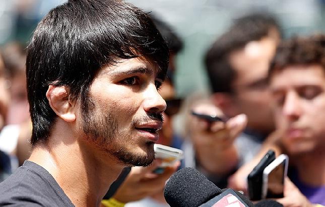 E. Silva (foto) vem de duas vitórias e tem luta marcada para o mês junho. Foto: Josh Hedges/UFC