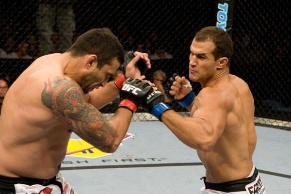 Werdum (esq.) e Cigano (dir.) se enfrentaram  em 2008. Foto: Divulgação
