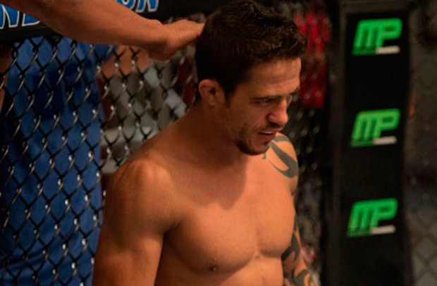 R. Vieira (foto) derrotou o companheiro de Time Nogueira, Matheus Adamas, para avançar as semifinais do TUF Brasil 4