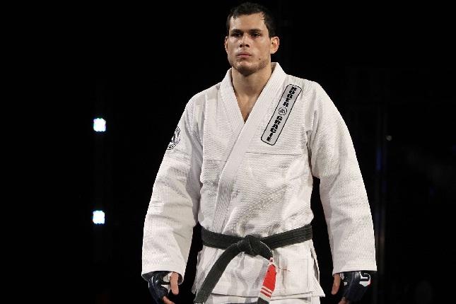 Roger (foto) fez somente uma luta pelo UFC, em julho de 2013. Foto: Strikeforce/Divulgação