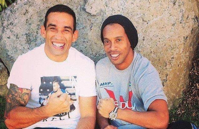 Ronaldinho (dir.) mandou recado de apoio a Werdum (esq.). Foto: Reprodução/Instagram