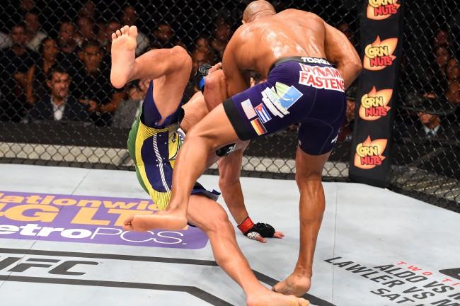 Y. Romero (dir.) derruba L. Machida antes do nocaute no UFC FN 70