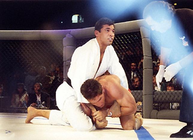 Royce e Shamrock em sua primeira luta, no UFC 1. Foto: Susumo Nagao/Reprodução