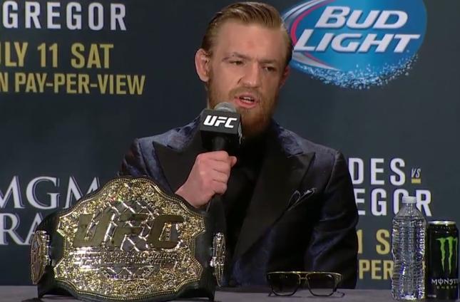 McGregor apareceu cheio de estilo na coletiva do UFC 189. Foto: Reprodução