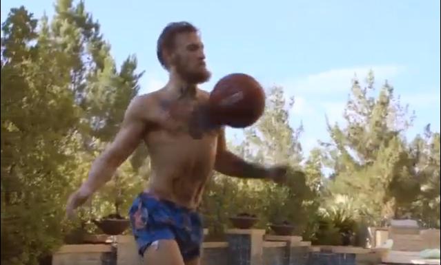 McGregor mostrou bastante habilidade com a bola. Foto: Reprodução