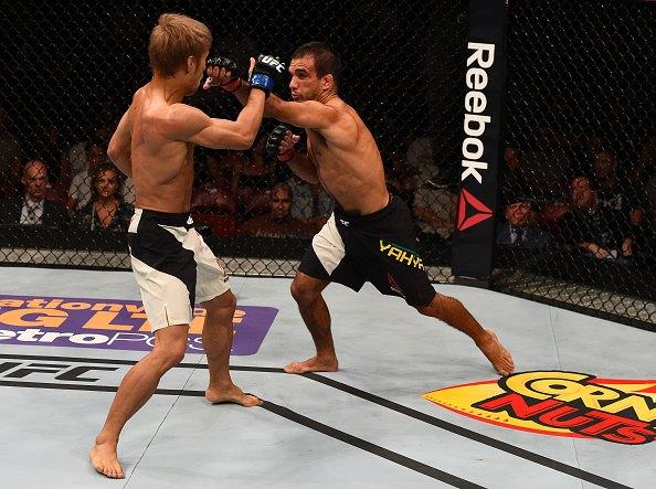 Yahya (dir) venceu combate morno contra Kanehara (esq). Foto: Divulgação