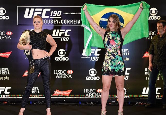 Ronda (esq.) e Bethe (dir.)  fazem a luta principal do UFC 190, no Rio. Foto: Josh Hedges/UFC