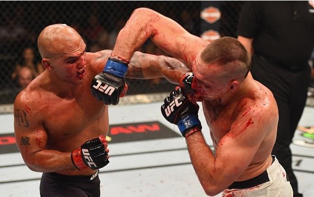 R. Lawler (esq.) e R. MacDonald (dir.): luta co-principal do UFC 189 teve muita ação. Foto: Josh Hedges/UFC
